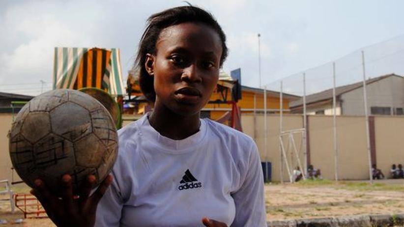 Frauenfußball in Nigeria: Wer kicken will, muss mit dem Trainer schlafen