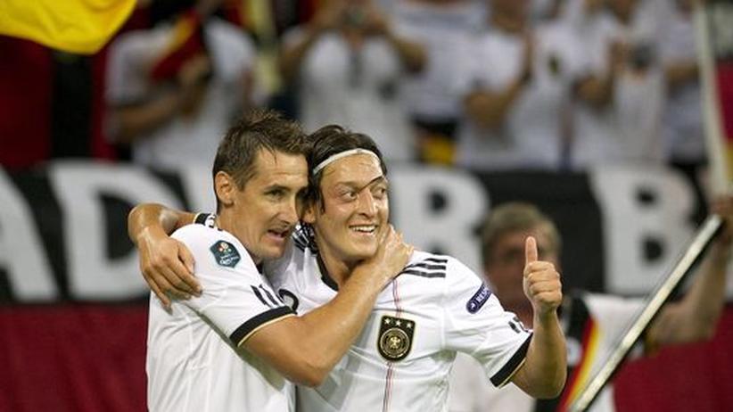 Deutschland - Österreich: Özil zaubert die Nationalelf zur EM