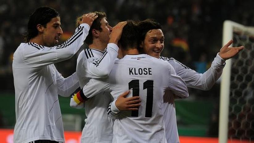 Nationalmannschaft: Deutschland brilliert, Holland vanbommelt