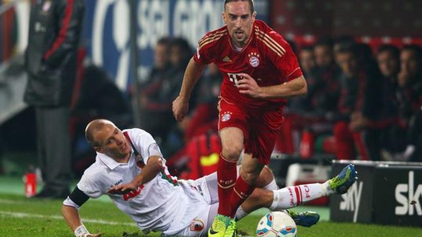 Fußball-Bundesliga: Neuer rettet Bayern den Sieg in Augsburg