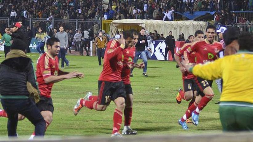 """Ägyptischer Fußballer: """"Leichen auf dem Fußballfeld gesehen"""""""