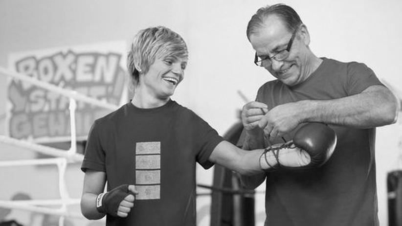 Frauenboxen: Azize Nimani mit Trainer Harald Lange, Datum unbekannt