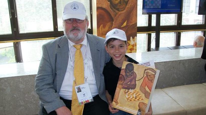 Schach-Fan: Zur Kommunion eine Reise zur Schach-WM