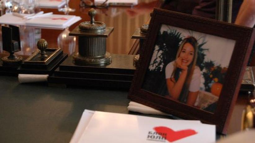 Ein Bild von Jewgenija Timoschenko auf dem Schreibtisch Julija Timoschenkos in der Zentrale der BJuT-Partei