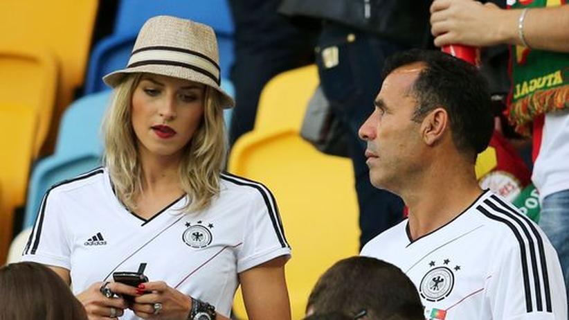 """Fußball-Sammelheft: """"Bei uns gibt es auch Spielerfrauen"""""""