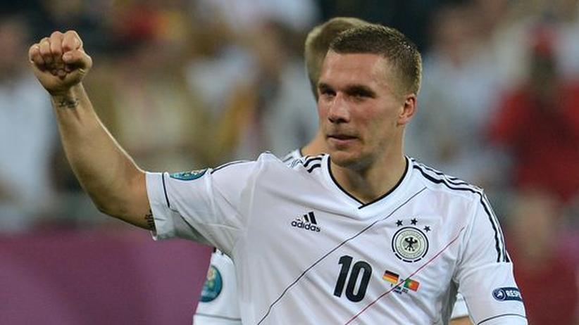 Lukas Podolski: Mit Vollspann und Gangstafaust