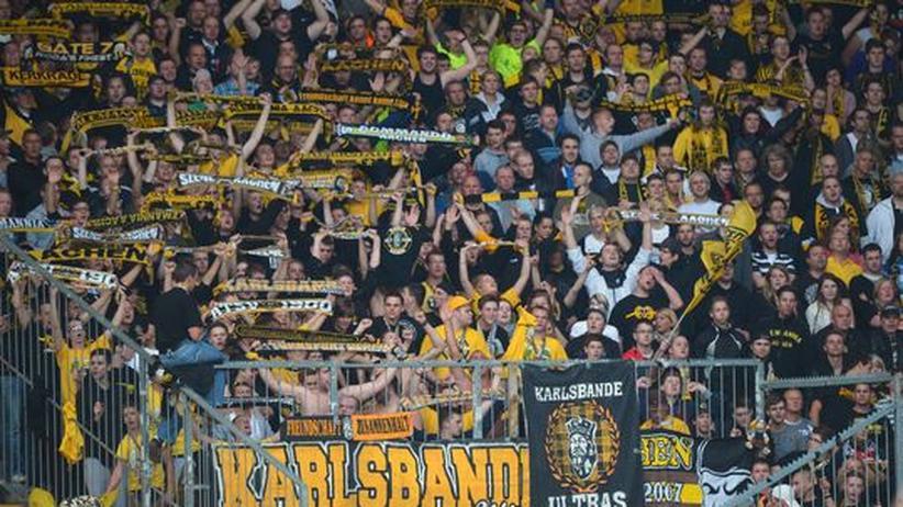 Dritte Liga: Rechte Aachen-Fans verprügeln linke Aachen-Fans