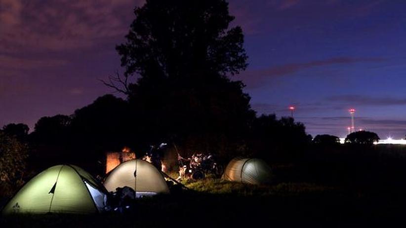 Teilnehmer der Mood-Tour beim Zelten