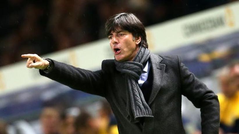 Glücklos: Joachim Löw im Spiel gegen Schweden