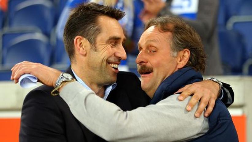 Fußballtrainer: Mit Peter Neururer im Porsche Panamera warten