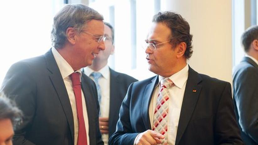 """Wolfgang Bosbach: """"Oder sollen sich die Fußballfans entkleiden?"""""""