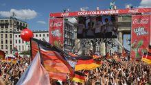Die EM-Fanmeile vor dem Brandenburger Tor in Berlin