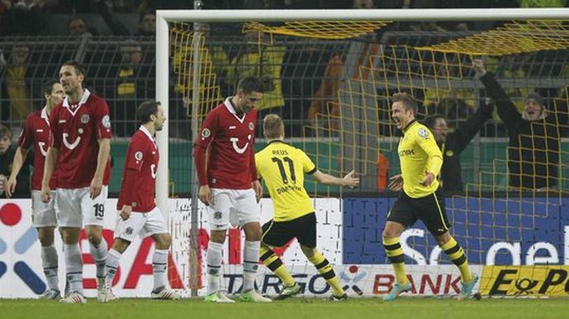 DFB-Pokal: Dortmund demontiert Hannover, Wolfsburg besiegt Leverkusen