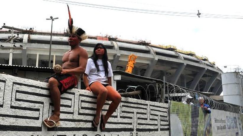Brasilien: Indios sollen der Fußball-WM weichen