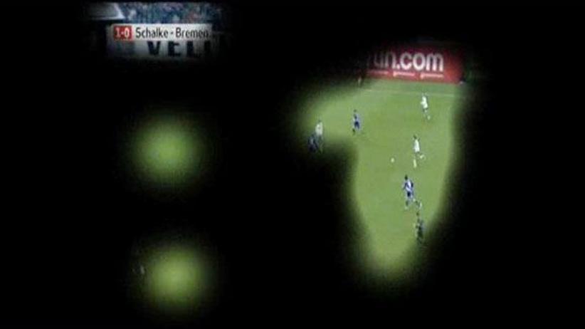 """Beispiel eines """"Eye-Track""""-Ergebnisses: Auf die schwarzen Bereiche schaute bei diesem Fußballspiel kein Proband."""