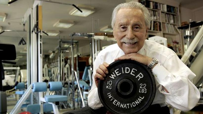 """Joe Weider: """"Be Somebody with a Body"""""""