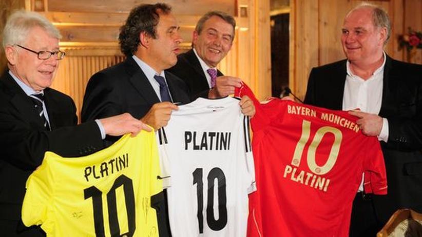 DFB-Präsident: Spielmacher: Wolfgang Niersbach zwischen Michel Platini und Uli Hoeneß (links: Reinhard Rauball)