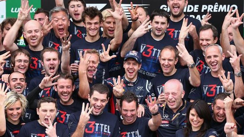 Sebastian Vettel und sein Team feiern im November 2012 den dritten WM-Titel.
