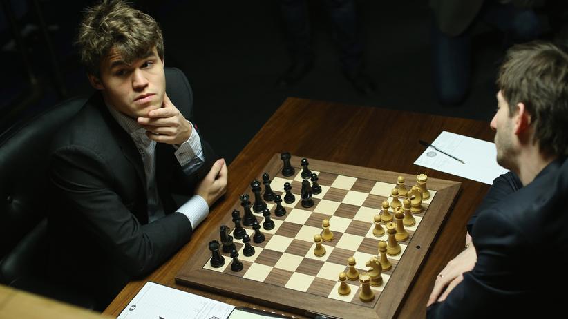 Schach: Magnus Carlsen knetet, fegt, zittert – und gewinnt dann doch