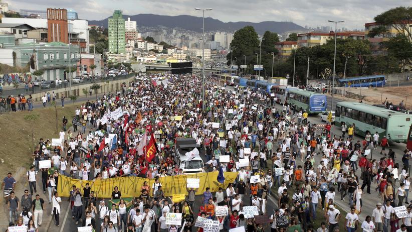 """Massendemonstrationen: Hunderttausende protestieren für ein """"besseres Brasilien"""""""