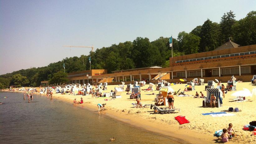 Strandbad Wannsee: Sandburgbauen mit Obama