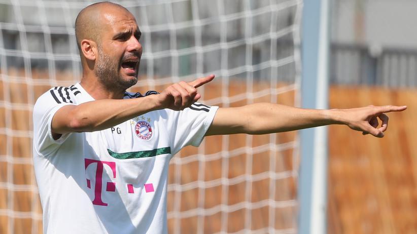 FC Bayern: Josep Guardiola beim Training des FC Bayern München in Italien