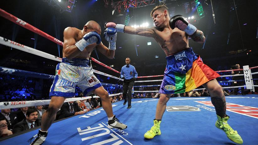 Schwuler Boxer: Mit Regenbogenrock im Ring