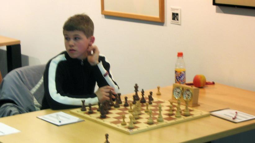 Magnus Carlsen im März 2005 bei einer Partie für die damaligen Neuköllner Schachfreunde