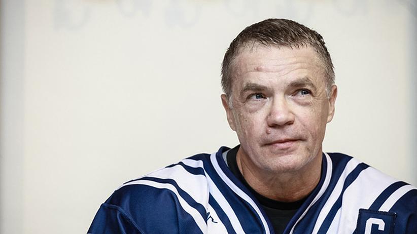 Alexander Medwedew, stellvertretender Vorsitzender von Gazprom, im Eishockey-Trikot