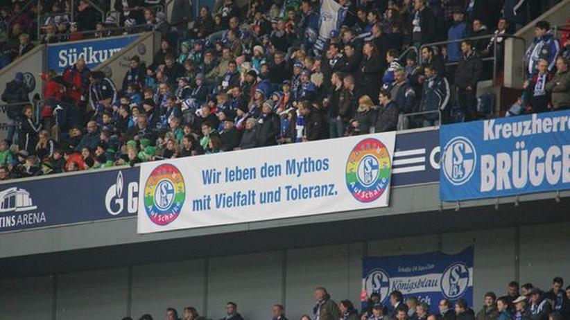 """Banner des Fanclubs """"Andersrum auf Schalke"""""""