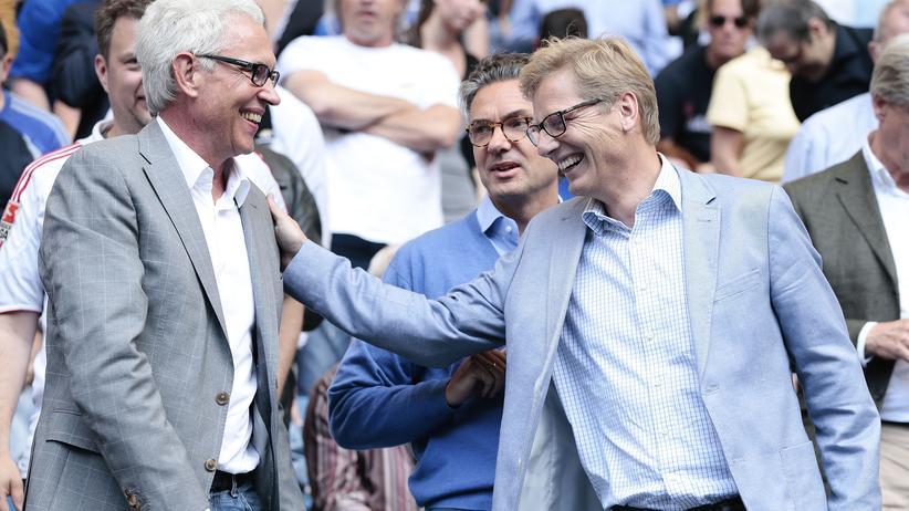HSV plus: Karl Gernandt (rechts) feiert mit seinem Mitstreiter Bernd Boente den Sieg von HSVPlus.
