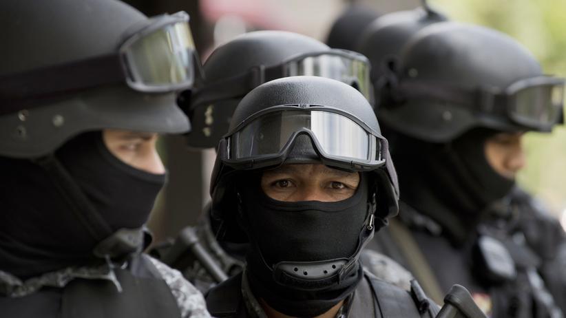 Brasilianische Polizisten während einer Übung