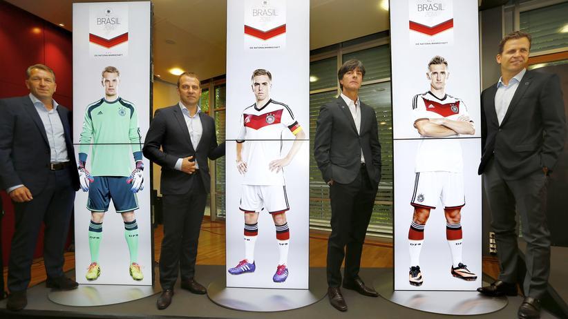 WM-Kader 2014: Joachim Löw und Gehilfen nach der Bekanntgabe des WM-Kaders
