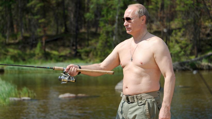 Wladimir Putin angelt im Urlaub (Archiv)