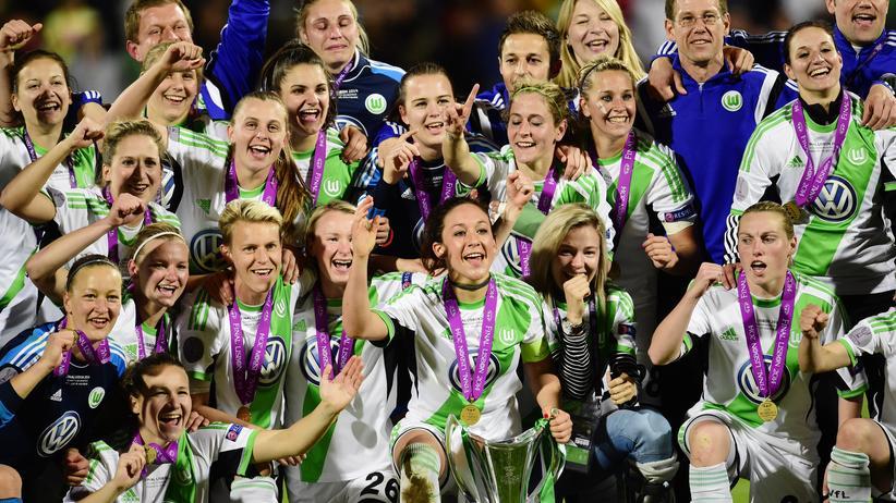 Wolfsburgs Fußballfrauen und der Pokal