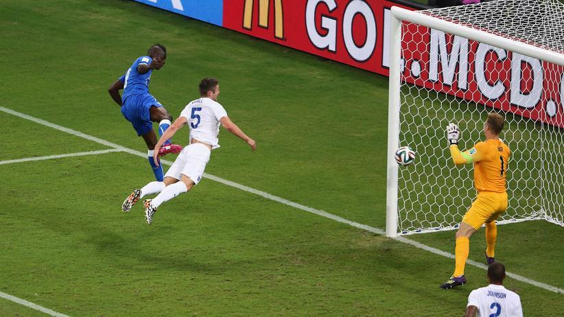 Mario Balotelli trifft zum Sieg.