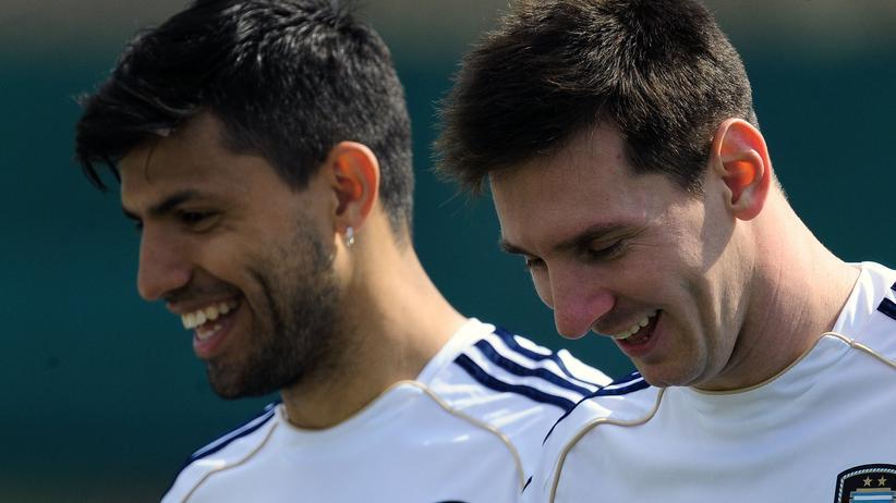 WM-Gruppe F: Der Schwiegersohn nebem dem Nachfolger des großen Diego Maradona: Argentiniens WM-Hoffnungen Sergio Agüero (l.) und Lionel Messi