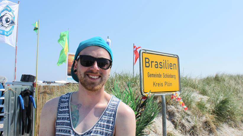 Kitesurfer in Brasilien: Bo Roosch lehrt den Brasilianern das Kiten.