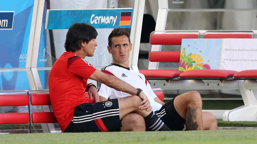 Joachim Löw und Miroslav Klose vor dem Spiel gegen Frankreich