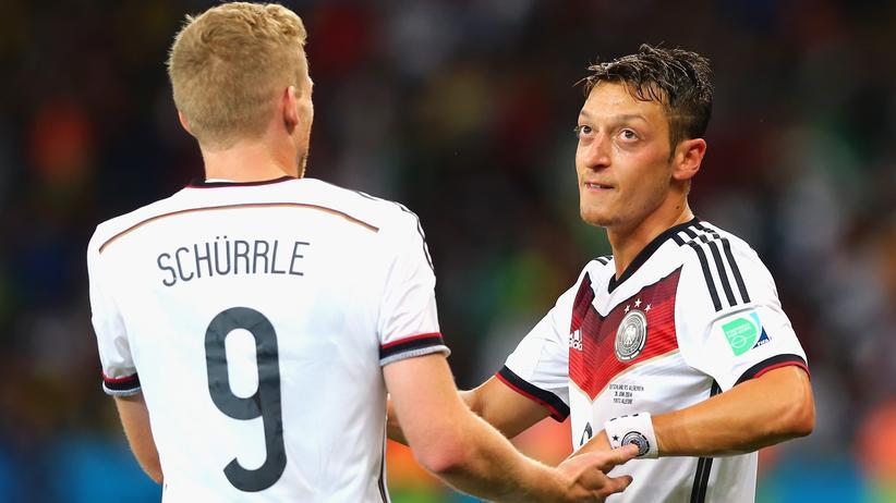 Die beiden Torschützen: André Schürrle und Mesut Özil