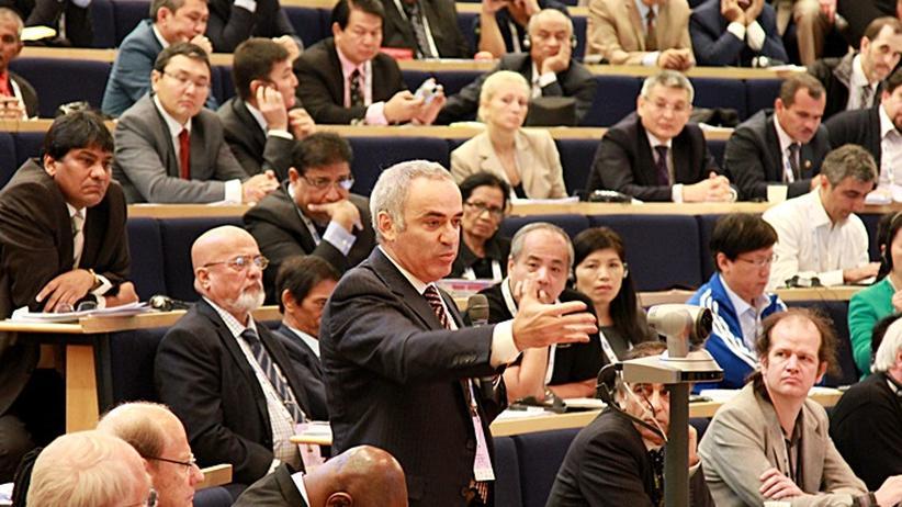 Präsidentenwahl im Weltschachbund: Garri Kasparow in Tromsö