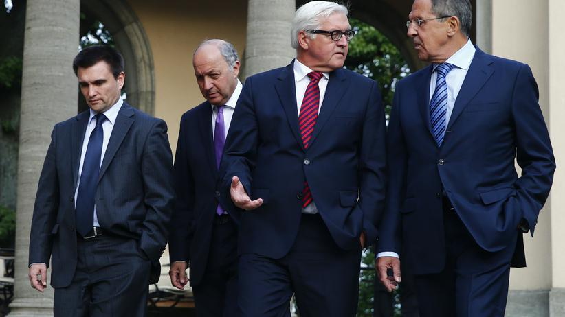 Die Außenminister der Ukraine, Frankreichs, Deutschlands und Russlands bei einem Treffen in Berlin: Pawlo Klimkin, Laurent Fabius, Frank-Walter Steinmeier und Sergej Lawrow (v.l.n.r.).