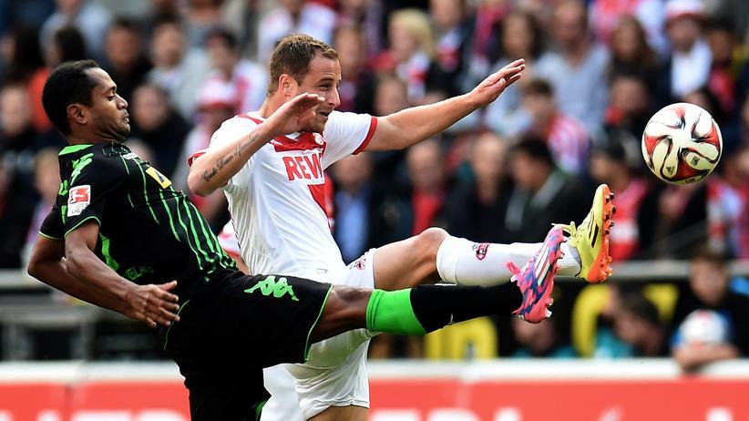 Fußball-Bundesliga: Der Kölner Matthias Lehmann (hinten) und der Mönchengladbacher Raffael kämpfen um den Ball.