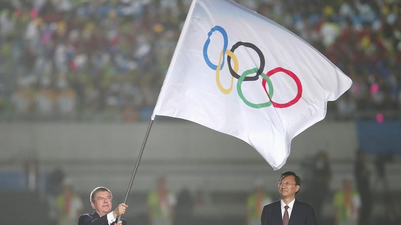 Bald in Deutschland? Die olympische Flagge, hier mit dem IOC-Präsidenten Thomas Bach und Nanjings Bürgermeister Mao Ruilin bei den Olympischen Jugendspielen.