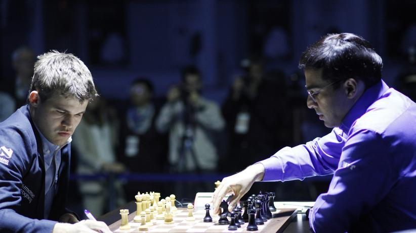Schach-WM: Die lange und schwierige 7. Partie der Schach-Weltmeisterschaft endet mit einem Remis, es steht weiter 4:3 für Carlsen.