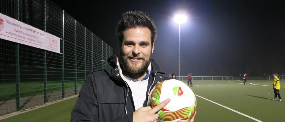 Der Student Andreas Schweighardt und sein Ball