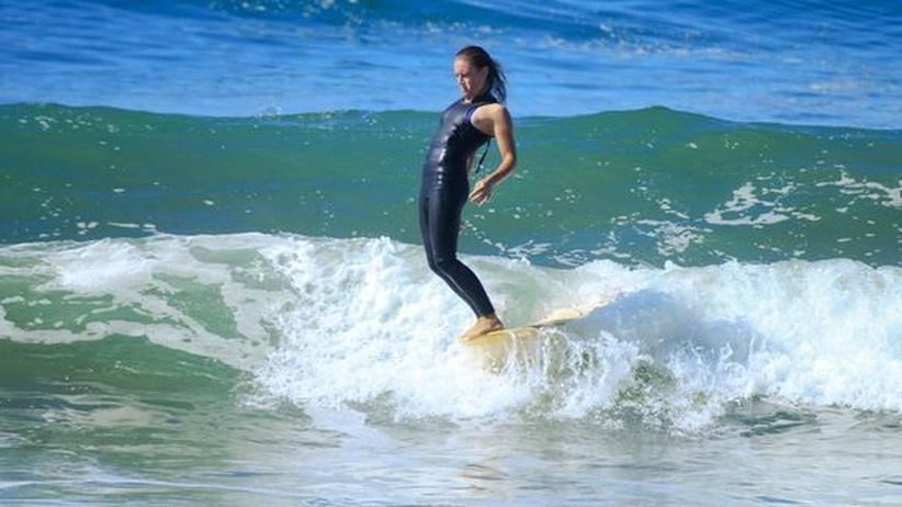 Die Surferin Cori Schumacher