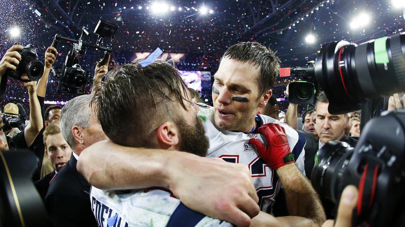 Tom Brady (rechts) und Julian Edelman von den Patriots feiern