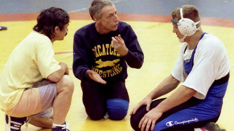 John Du Pont mit zwei seiner Ringer im Mai 1992