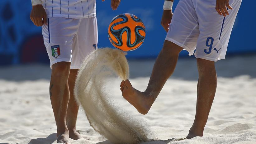 Life is a beach, manchmal auch im Fußball.